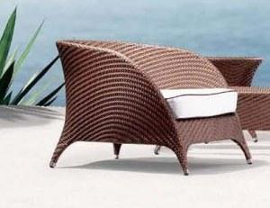 Fauteuil en resine tressee design bi-color marron