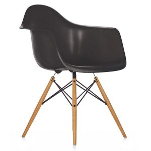 6 fauteuils type DAW + 2 chaises type bertoia noires + 16 chaises type DSW noires + 4 chaises type master noires port
