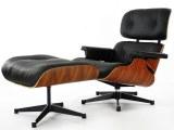 Fauteuil Lounge + ottoman Eames en cuir noir et bois de rose
